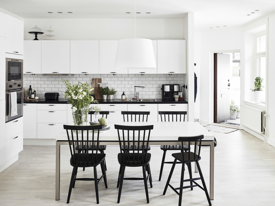 Creating a tranquil and calm space with bold black and white contrasts - the perfect blend of modernity, functionality and homeliness.   Image source found  here