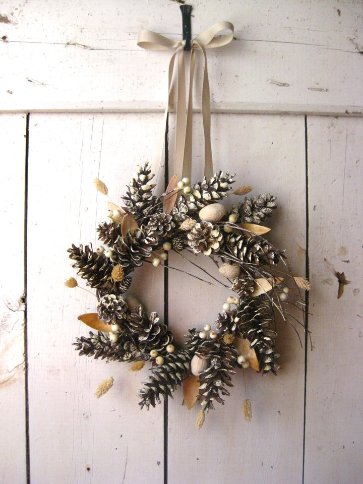 A Scandinavian take on the traditional Christmas wreath.   Image source
