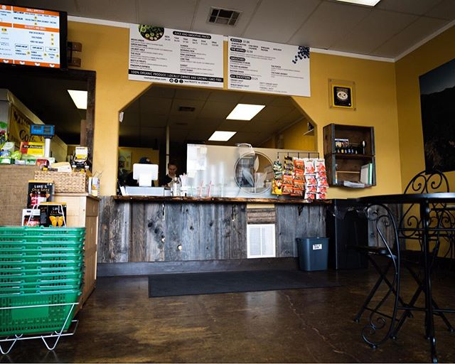 Who still hasn't been to our other location off of Bechelli, inside Country Organics!? Different location but the same delicious menu! 🌱 • • • • • #rootsjuicebar #vegan #vegaterian #plantbased #organic #healthy #juicebar #juices #smoothies #local #locallygrowned #thisisredding #norcal #segotle #findyourroots