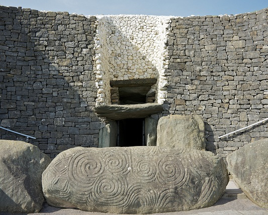 The entrance at Newgrange. — wynnert/Flickr