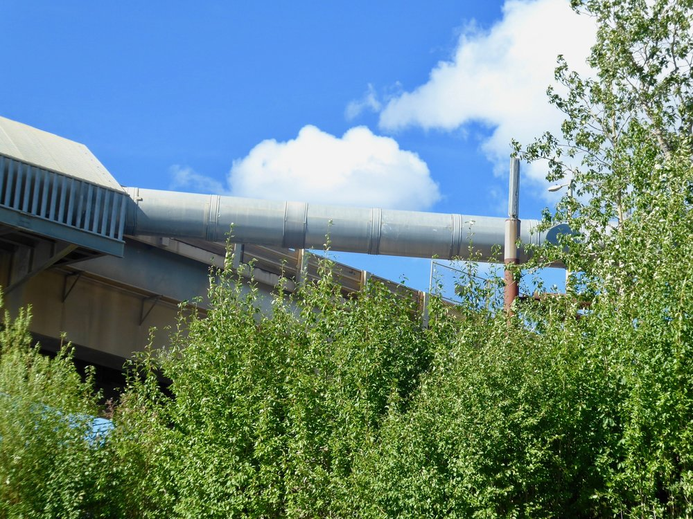 A close up of the pipe line.