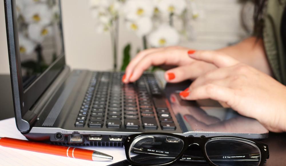 person-woman-desk-laptop-e1441303599415.jpg