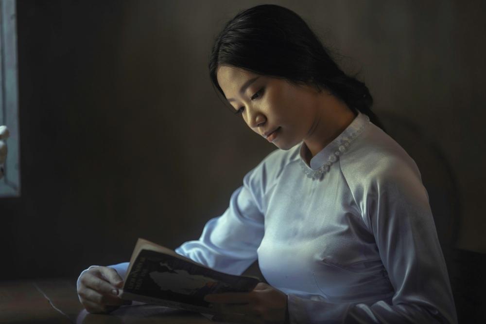 girl-reading.jpg