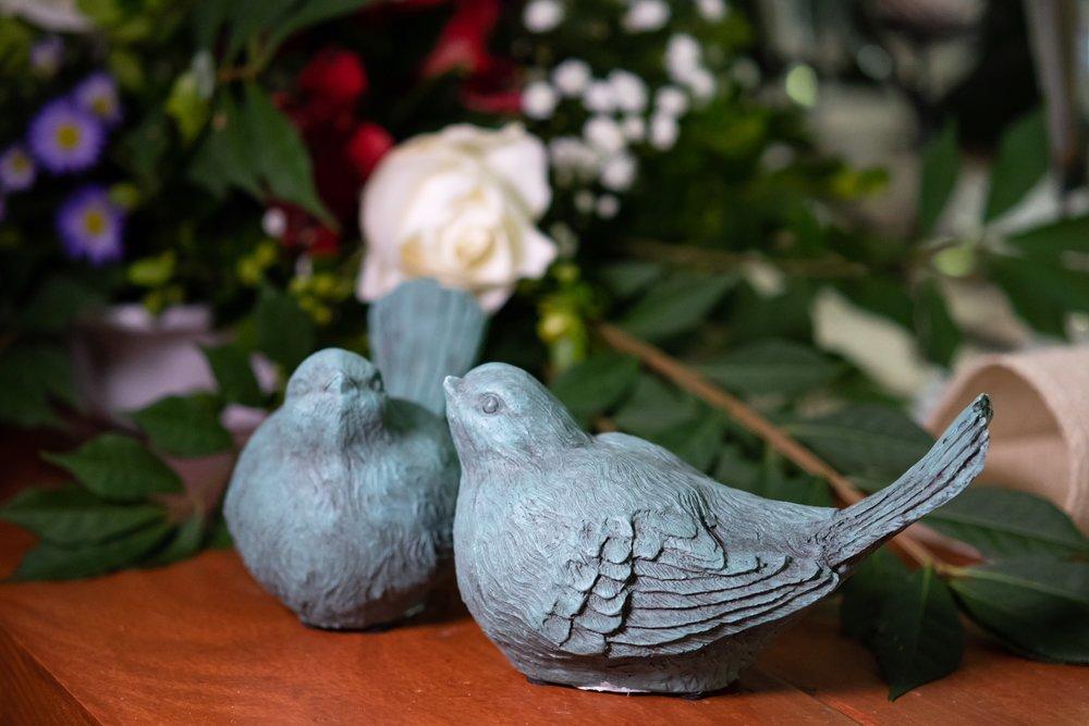 naweddingdecortwobirds.JPG