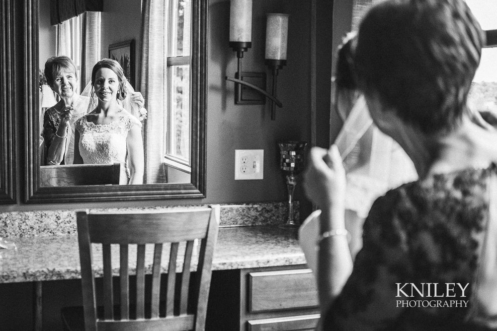031 - Ravenwood Golf Club wedding pictures - Rochester NY - Kniley Photography - XT2B0748.jpg