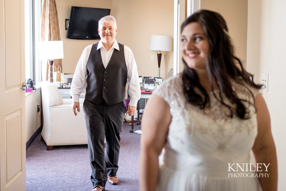 014 - Strathallan Hotel - Rochester NY wedding getting ready pictures - XT2B4358.jpg