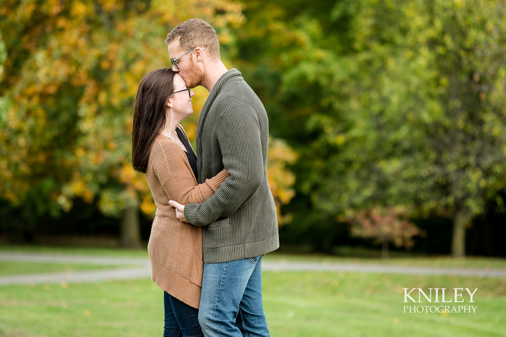 11 - Highland Park Fall Engagement Session - Rochester NY - XT2A1450.jpg