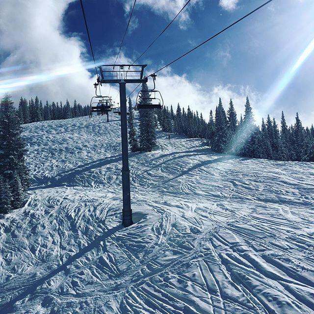 Beautiful day in Aspen!  #powderday #aspensnowmass #skiingislife #inspiringmountains