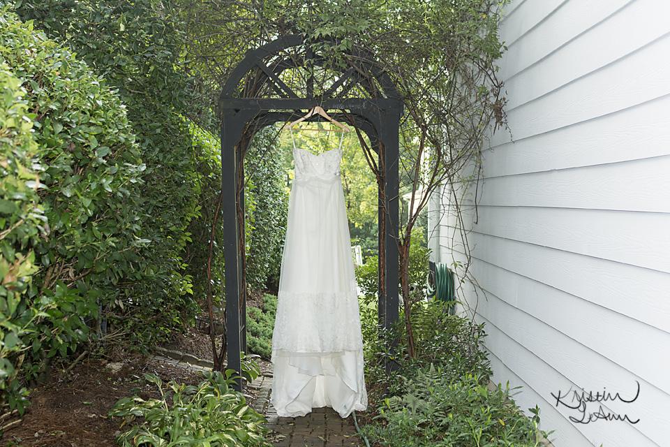 RaleighWeddingPhotographer-WeddingGown.jpg