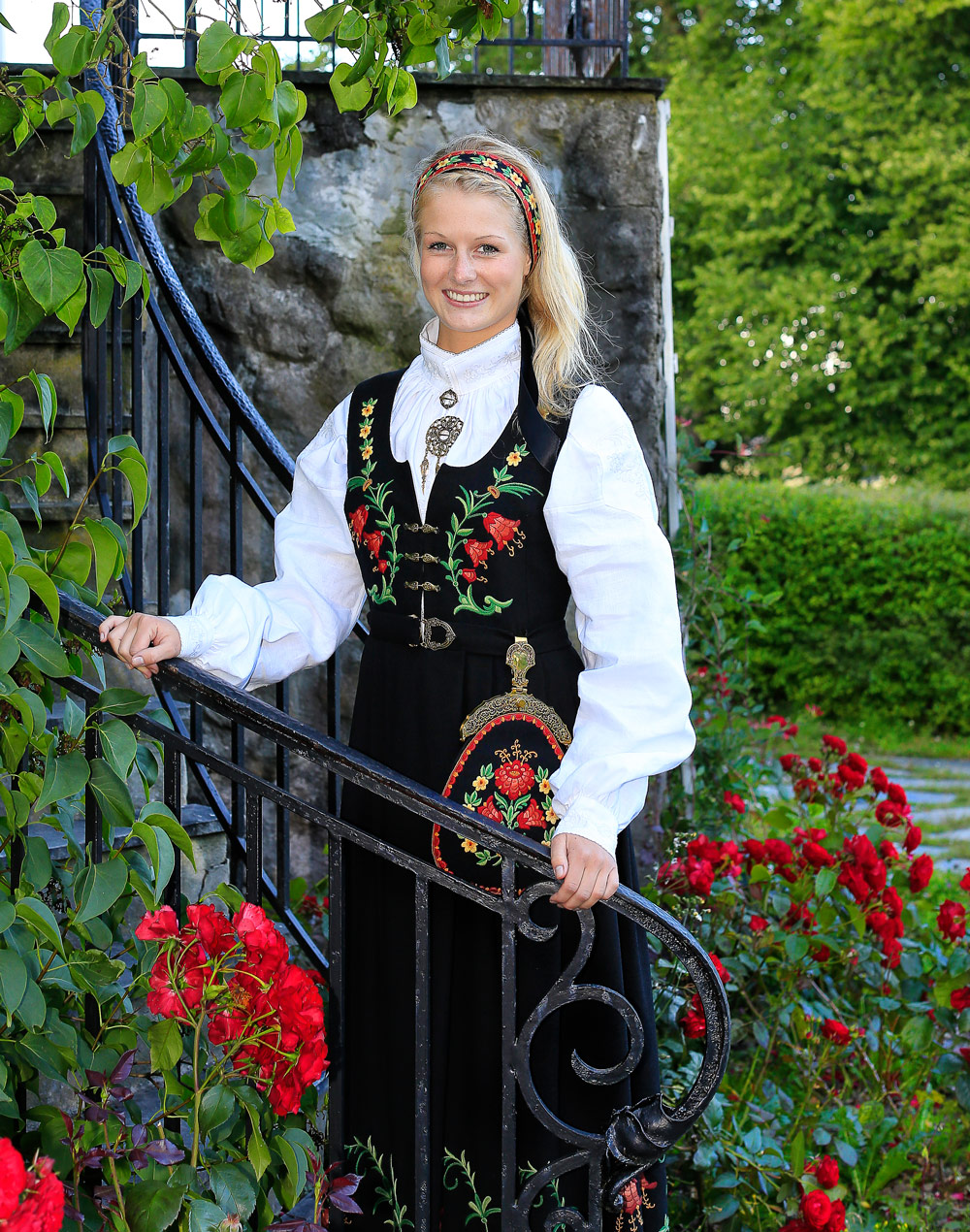 Elingaards pittoreske miljø er populære ved fotografering av livets store begivenheter. Her fra den vakre rosehagen.