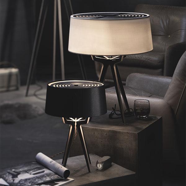 Klassisches Format. - Das passt Überall: Die Serie von Balada&Co setzt sich aus einer feinen Auswahl an Tisch- und Stehleuchten zusammen. Von der kleinen Beistell-Tischleuchte bis zur großen, raumbildenden Boden-Stehleuchte: eines dieser klassischen Formate passt auch perfekt in dein Zuhause.Je nach Modell sind die Leuchten in bis zu vier verschiedenen Größen erhältlich.