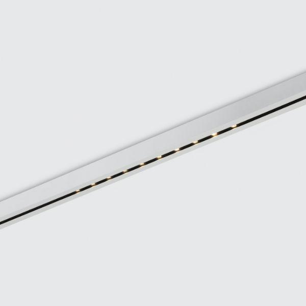 Scharfes Architekturlicht. - Der Einsatz von objektintegrierter Beleuchtung erfolgt bei uns immer im Bezug auf die Architektur. Dadurch wird die Hülle des Gebäudes besonders inszeniert und raumbildende Elemente und weitläufige Achsen in den Vordergrund gebracht. Dabei achten wir auf hohen visuellen Komfort durch abgeblendete und verschattete Lampen und Leuchten um dir den Blick auf das Wesentliche zu geben.