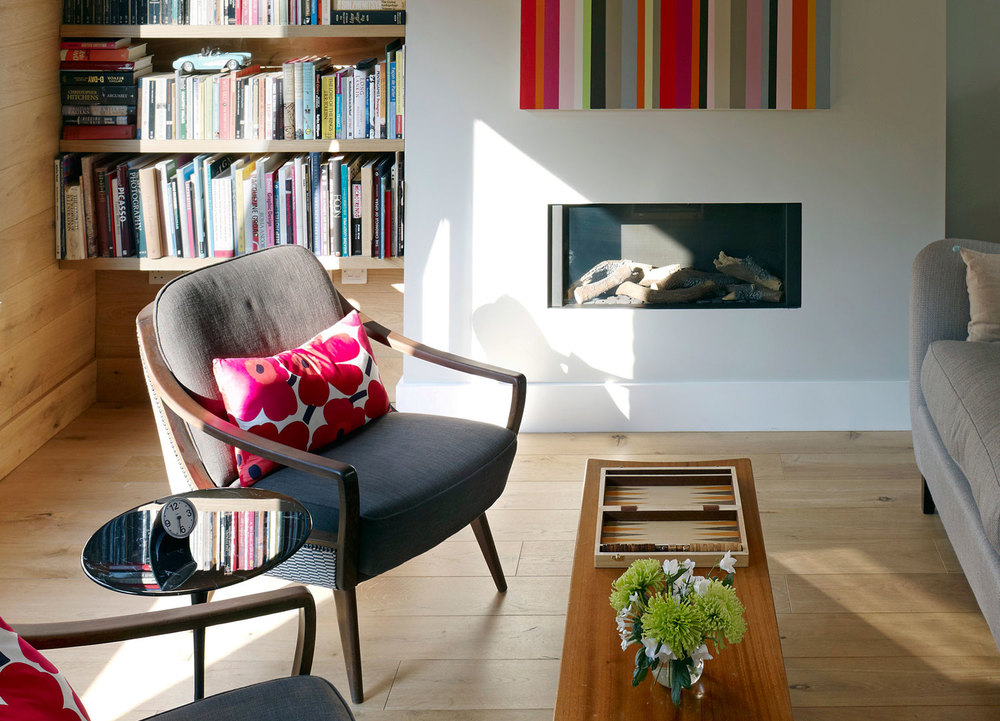 Jill Scholes Interior design, mews house sitting room with fire place and book shelves