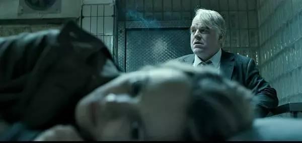 霍夫曼和瑞秋·麦克亚当斯在《最高通缉犯》中