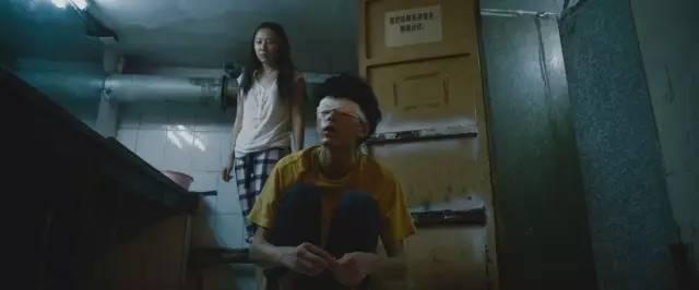 """地下室,两个陌生人的初次""""相遇"""""""
