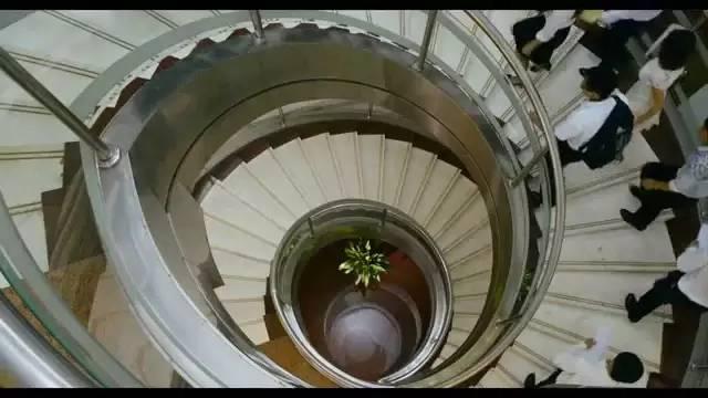 """电影中多次出现的""""楼梯"""""""
