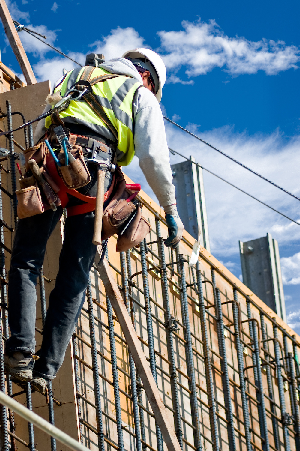 How Can a Construction Worker Tool Belt Prevent Injury?