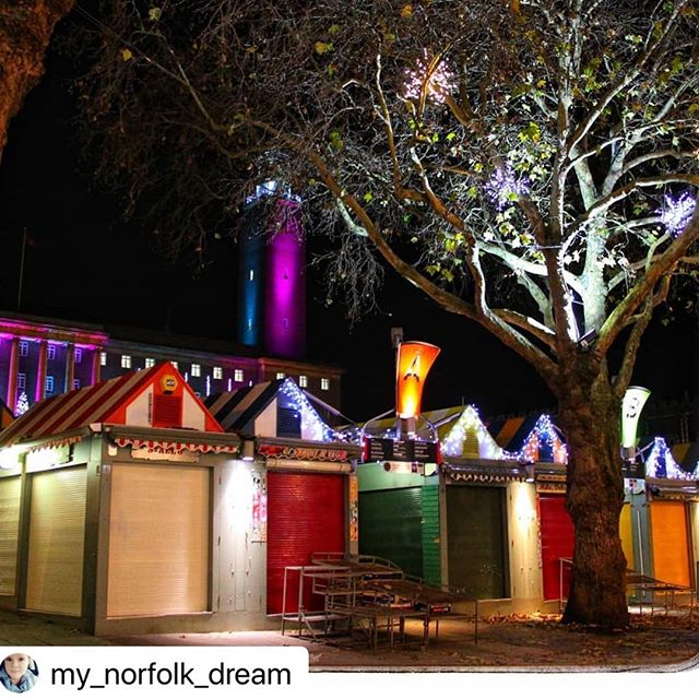 Another beautiful night time shot - I love Norwich! Repost: @my_norfolk_dream 🎄  #stall8norwich #norwichmarket #norwichfood #norwichfoodie #norwichfoodlover #norwichfoodblog #norwichfoodscene #finecity #norwich #supportindependent #supportlocal #lakenhamcreamery #norwichlife #thisisnorwich #independentnorwich #icecream #streetfood #christmas #norwichlanes #lights #night