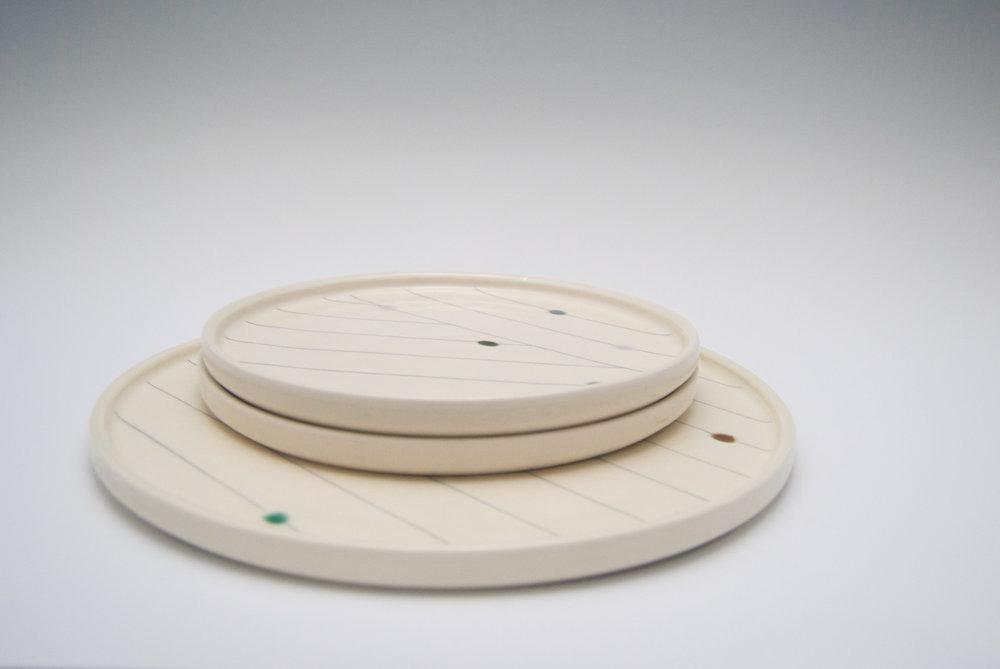 Flow Dots Platter & Plates