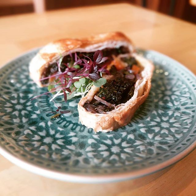 This week's #specials: Mushroom, squash and kale Wellington for the veggies, and roasted glazed gammon for the meaties. #delicious #vegansouthampton #enotecasouthampton