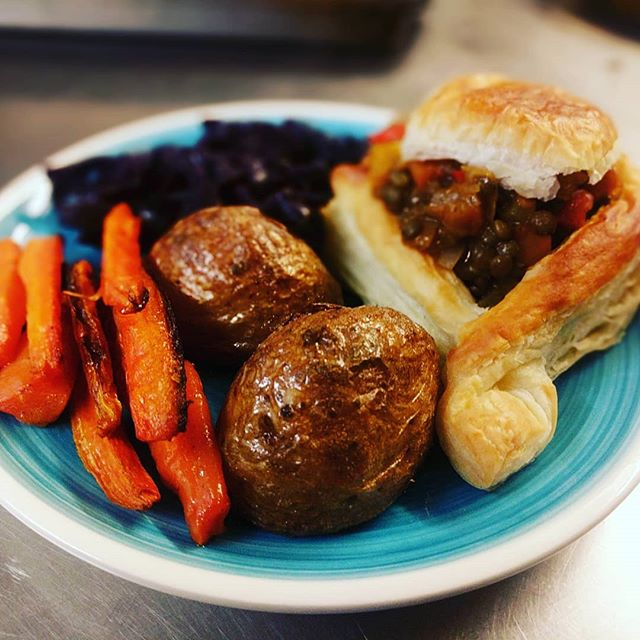 Last week's Sunday Roast went down pretty well. This week will be slow-roasted beef short ribs and lentil and bean loaf for our vegan option. Both with lots of lovely veggies and amazing gravy. Treat mum this Sunday! #mothersday #meat #vegan #delicious
