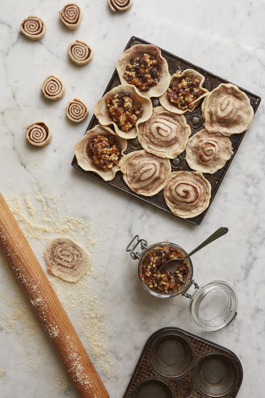 Cinnamon swirl mince pies