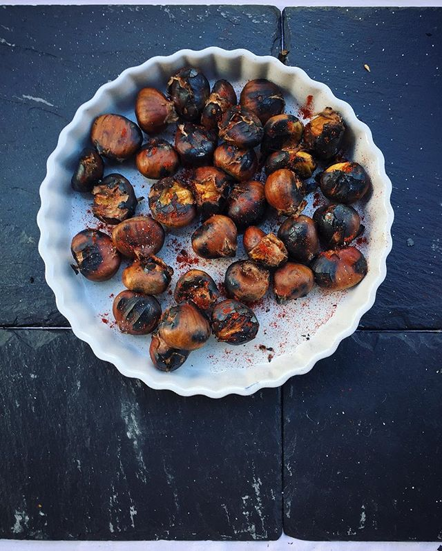Roasted chestnuts! Come and get your roasted chestnuts! At @broadwaymarket for another hour!
