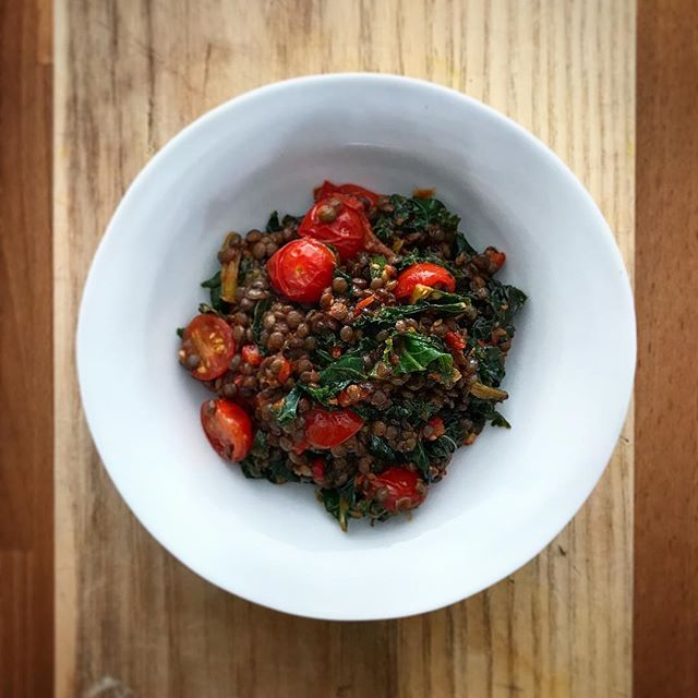 Lentils, tomatoes & kale - a good combo of odds and ends. A few spoonfuls of my nice shakshuka mix from the other day in there for good measure! #fridgeforadge