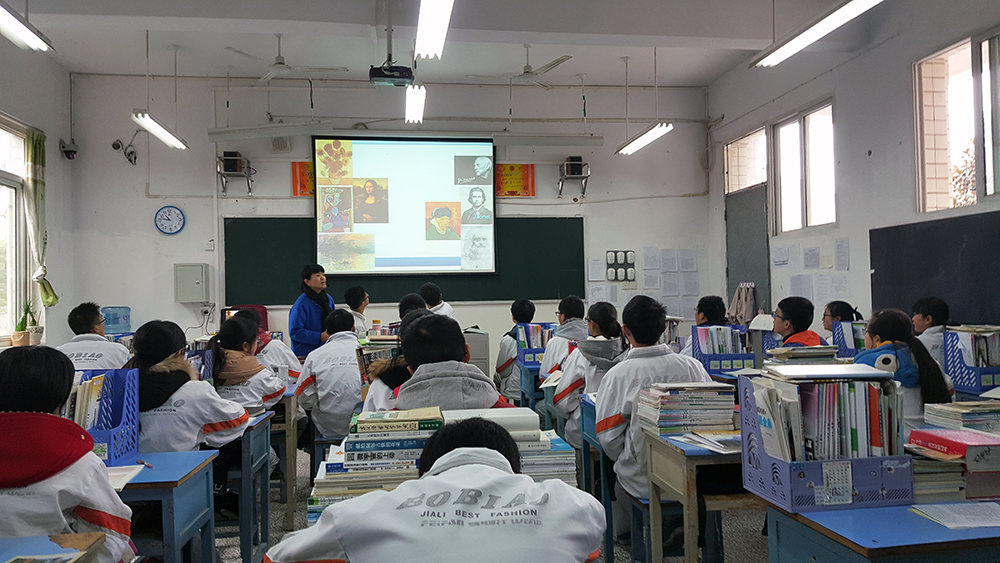 An English class at the Zunyi No. 1 High School with Art History as lesson topic.