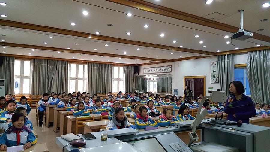 Gisela teaching her English class in Zunyi, China