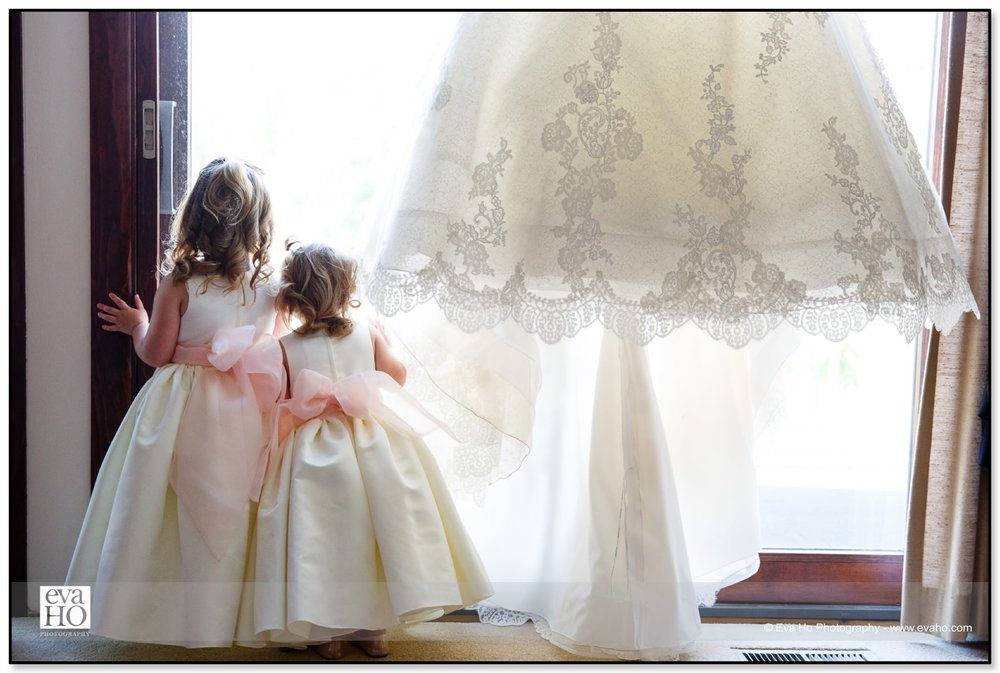 Flower girls and the wedding dress