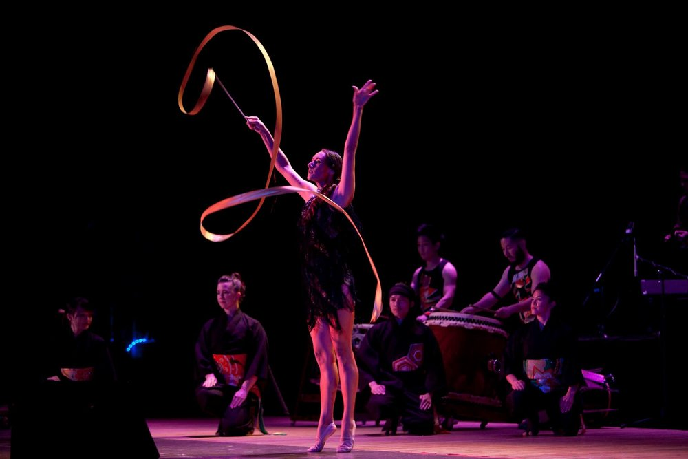 Monique from Cirque Bezerk performing in Live On