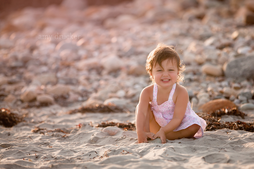 Marthas_Vineyard_Child_Photographer_stonewall_beach_5