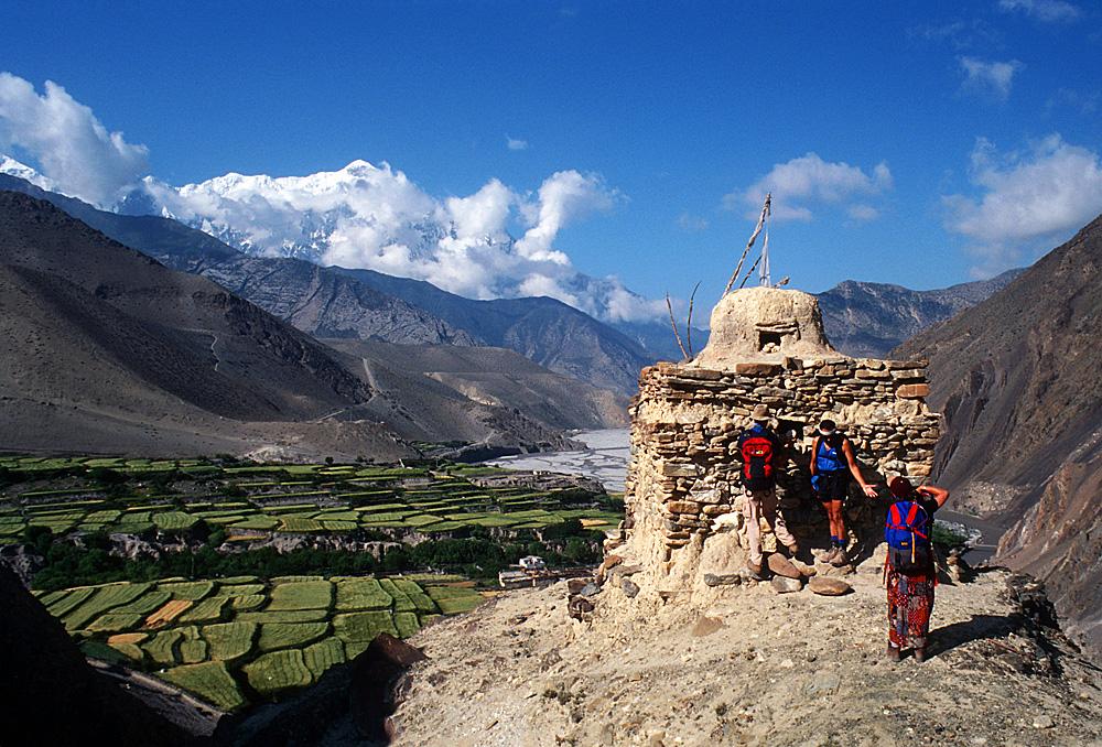 Nepal.Mustang.Kagbeni.AboveTown.Chorten.Trekkers.jpg