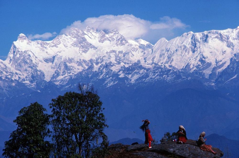 Nepal.MilkeDanda.Porters.SherpaniWomen.jpg