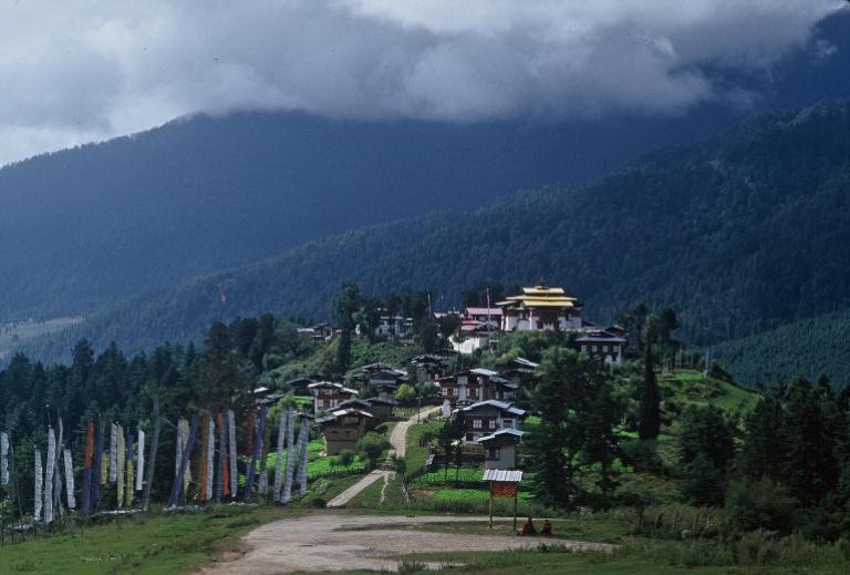 Bhutan.Phobjika.GangteyGompa(1998).jpg