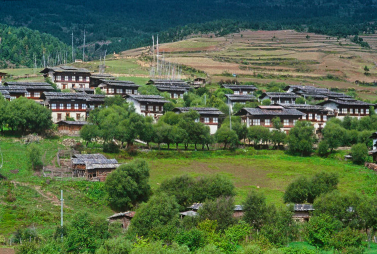 Bhutan.Ura.Village(1998).jpg