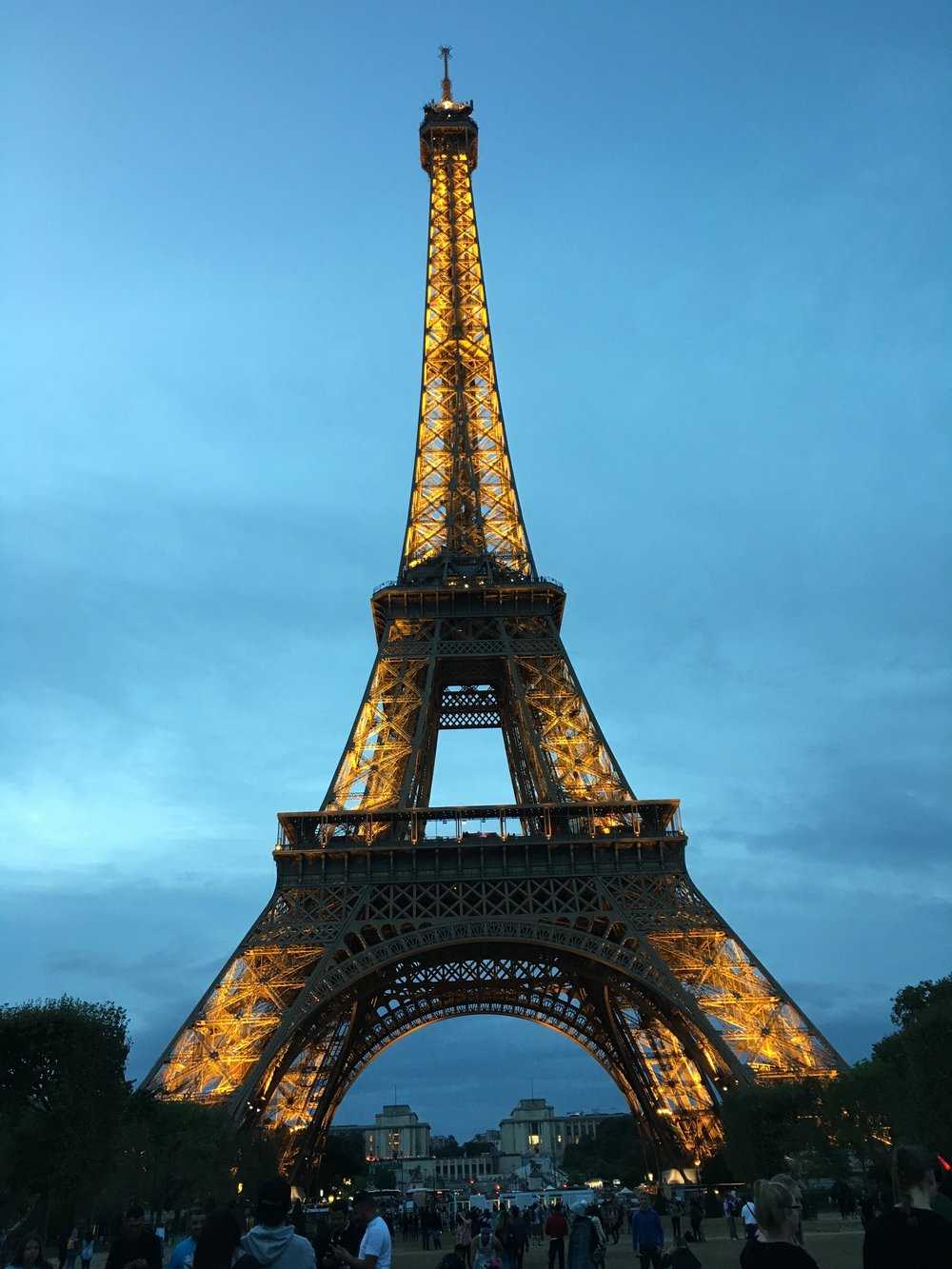 The Eiffel Tower sparkles starting at 7 pm every hour on the hour for 10 minutes.