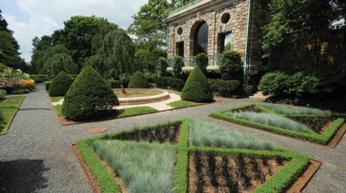 kykuit_slide2 X-shape garden.jpg