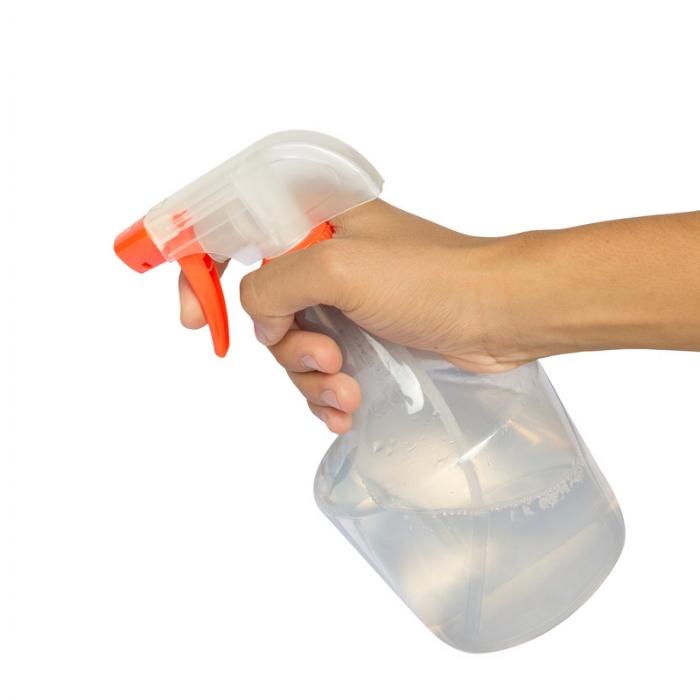 spray bottle vinegar solution.jpg