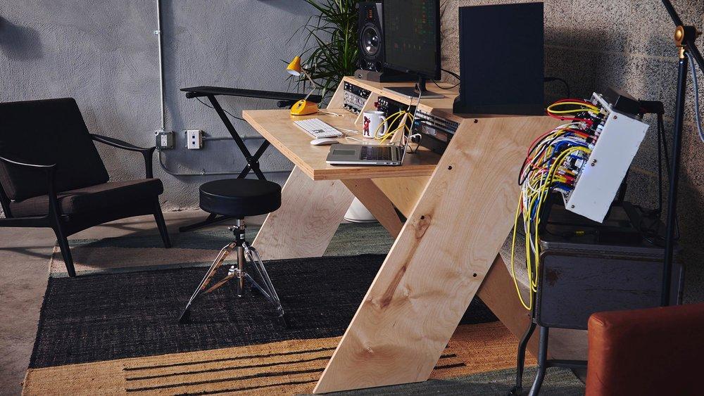 Platform, el escritorio diseñado por Output.