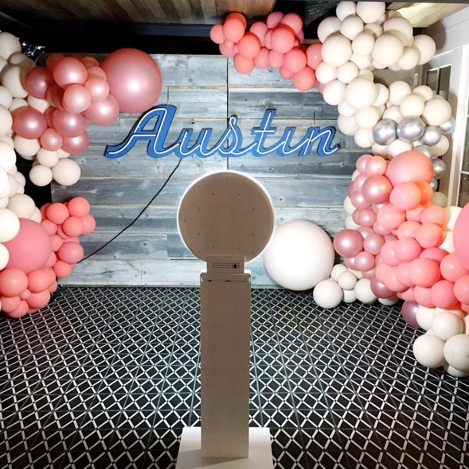 balloon backdrop for photo booth