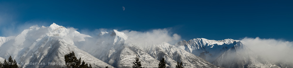 pano gassing mtns with moon-2.jpg