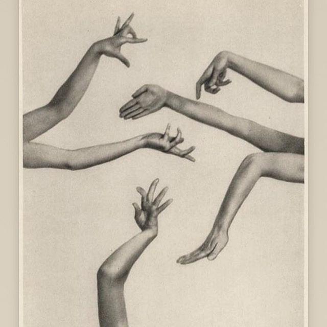 Inspiration du jour. Mes mains pré-@soukatsat qui twitch. . Mary Wingman's 'Dancing hands' by Charlotte Rudolph - 1928
