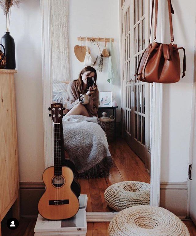 Se retrouver dans le joli univers de @juliettebelangerc : cette inspirante belle personne.