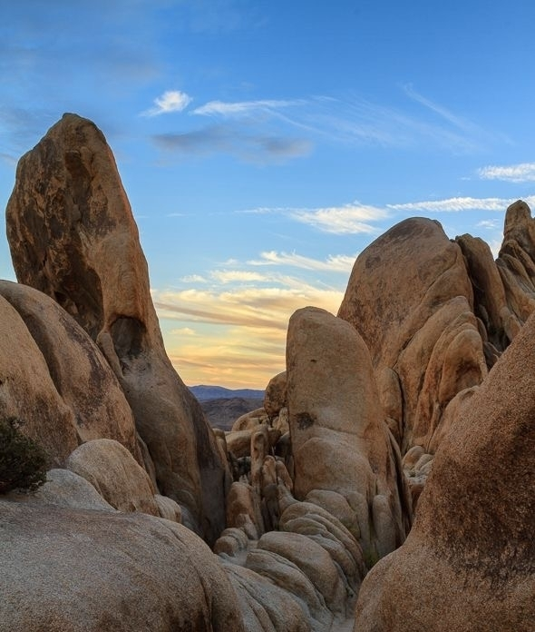 joshua tree national park - Mother Nature at her finest! Hike, boulder, and find your inner goddess warrior on this climb!