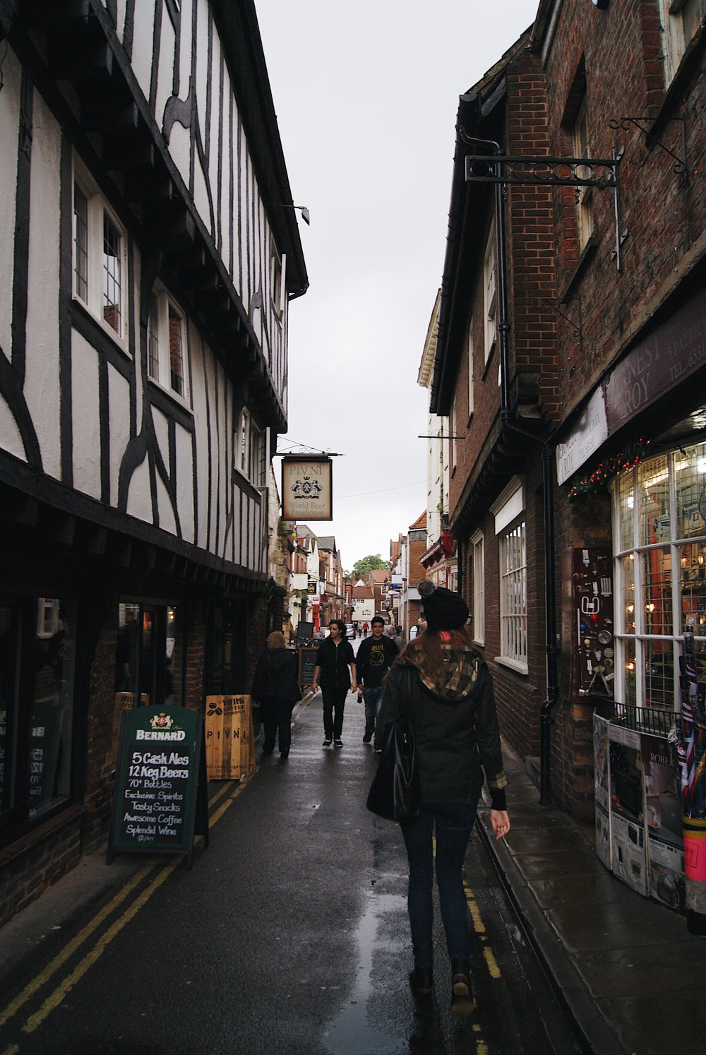 Eve wandering the Shambles