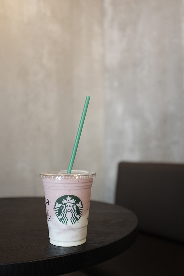Starbucks . Man pasirodė, kad Madride Starbucks kavinių ant kiekvieno kampo yra. Tai nėra mano mėgstamiausias kavinių tinklas, bet labai norėjau starbucks unicorn frappe. Bet negavau, tad užsisakiau jogurto frappuccino.   Starbucks . It seemed to me that there is starbucks on every corner in Madrid. Even it's not my favorite cafe chain I was curious to try unicorn frappe. But I didn't get it so I enjoyed yogourt frapuccino