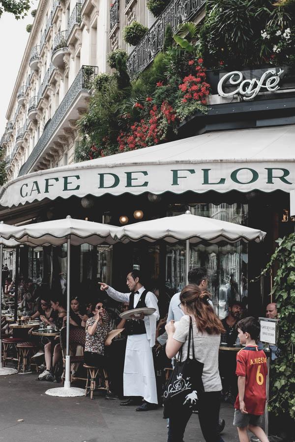 Café de Flores.Le Garçon de café.