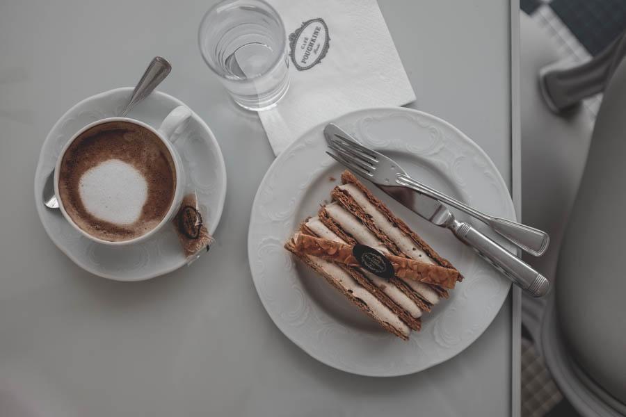 Café Pouchkine. Sluoksniuotos svietinės tešlos pyragaitis su vaniliniu kremu aka Napoleonas.    Café Pouchkine. Mille Feuille.